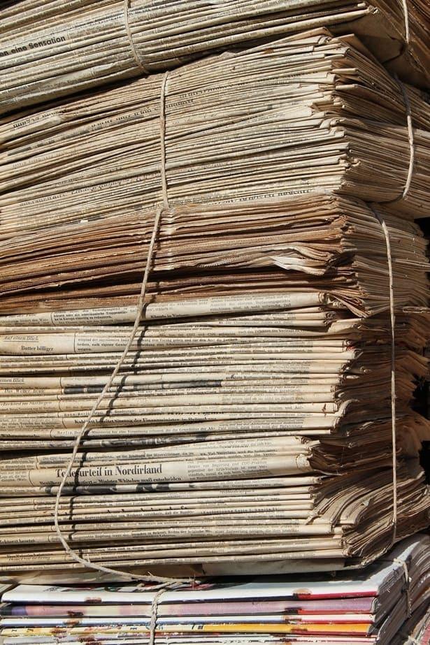 купчина със стара хартия