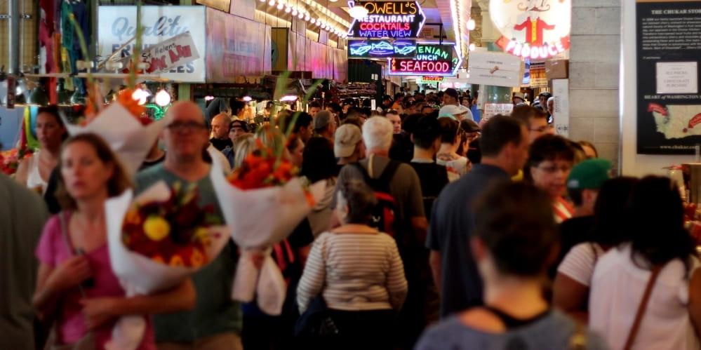 Много хора пазаруват в търгоски център
