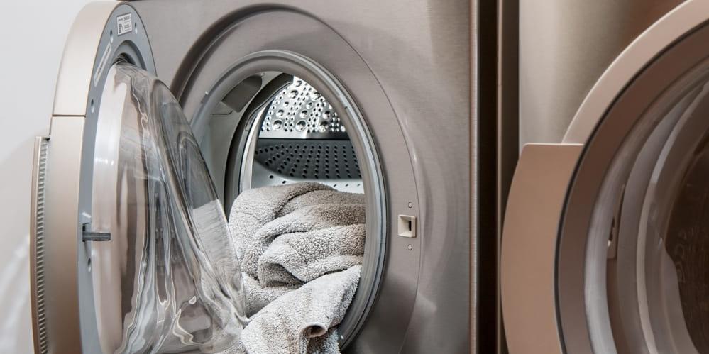 Пералня с отворена врата