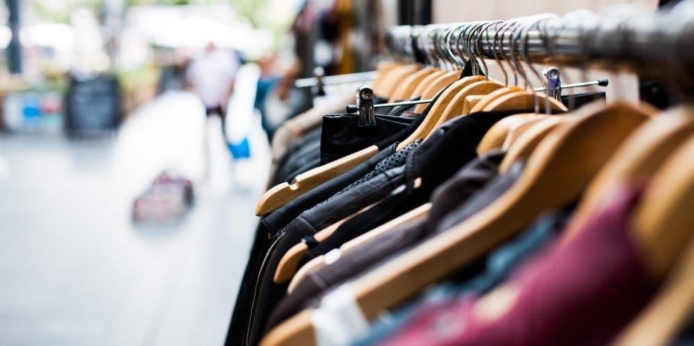 Лятна разпродажба на дрехи